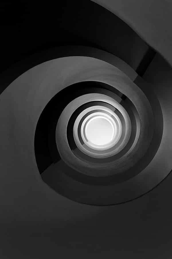 cadre photo pauline chovet escalier noir infini