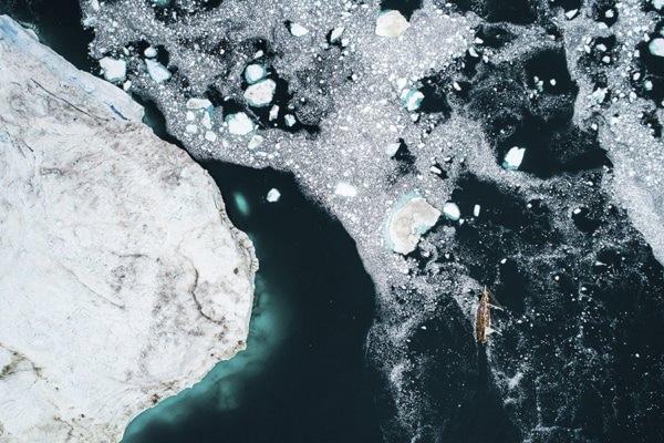 Photo navigation entre les icebargs ledoux