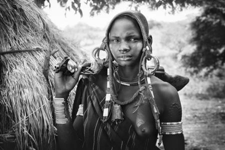 PHOTO Ethiopie femme a la kalachnikov Patrick Galibert