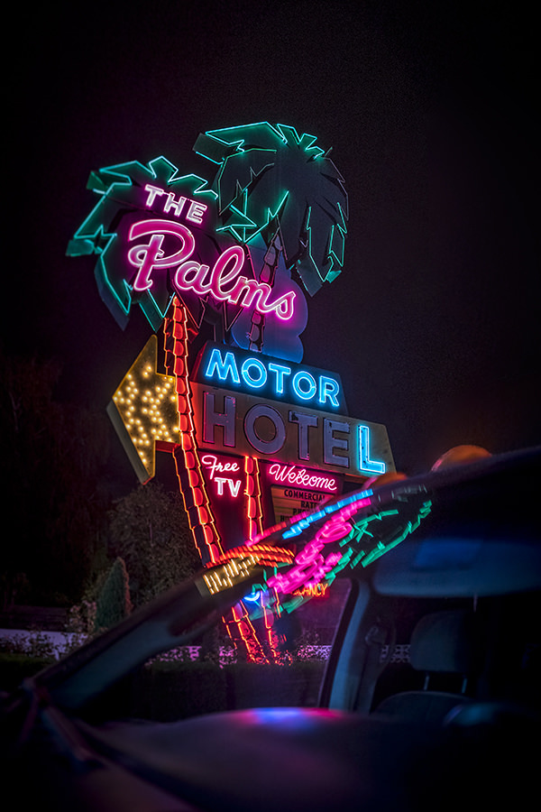 farge-neons-by-night